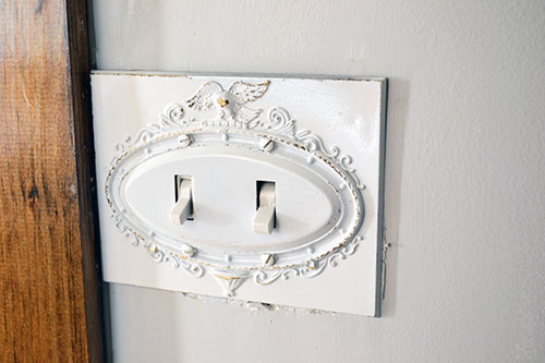 Distressed_Eagle_Switch_Plate