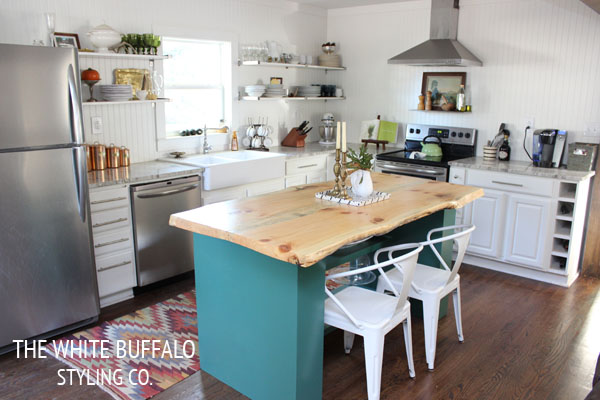 colored-island-white-barstools