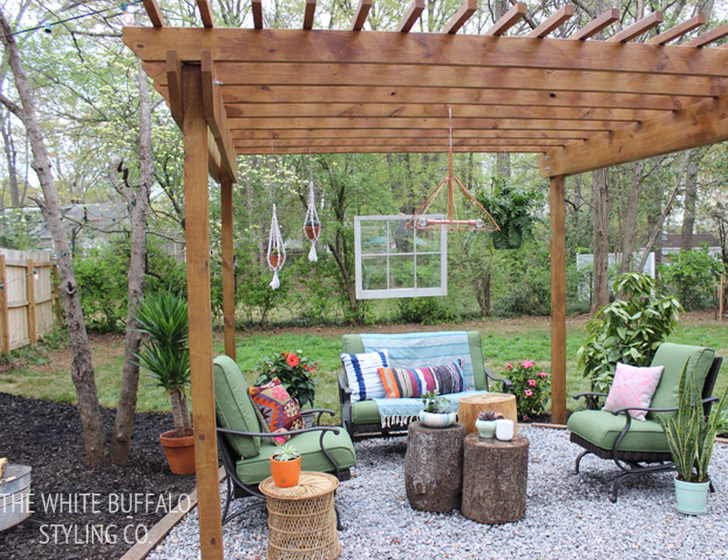 Eclectic Bohemian Backyard from thewhitebuffalostylingco.com