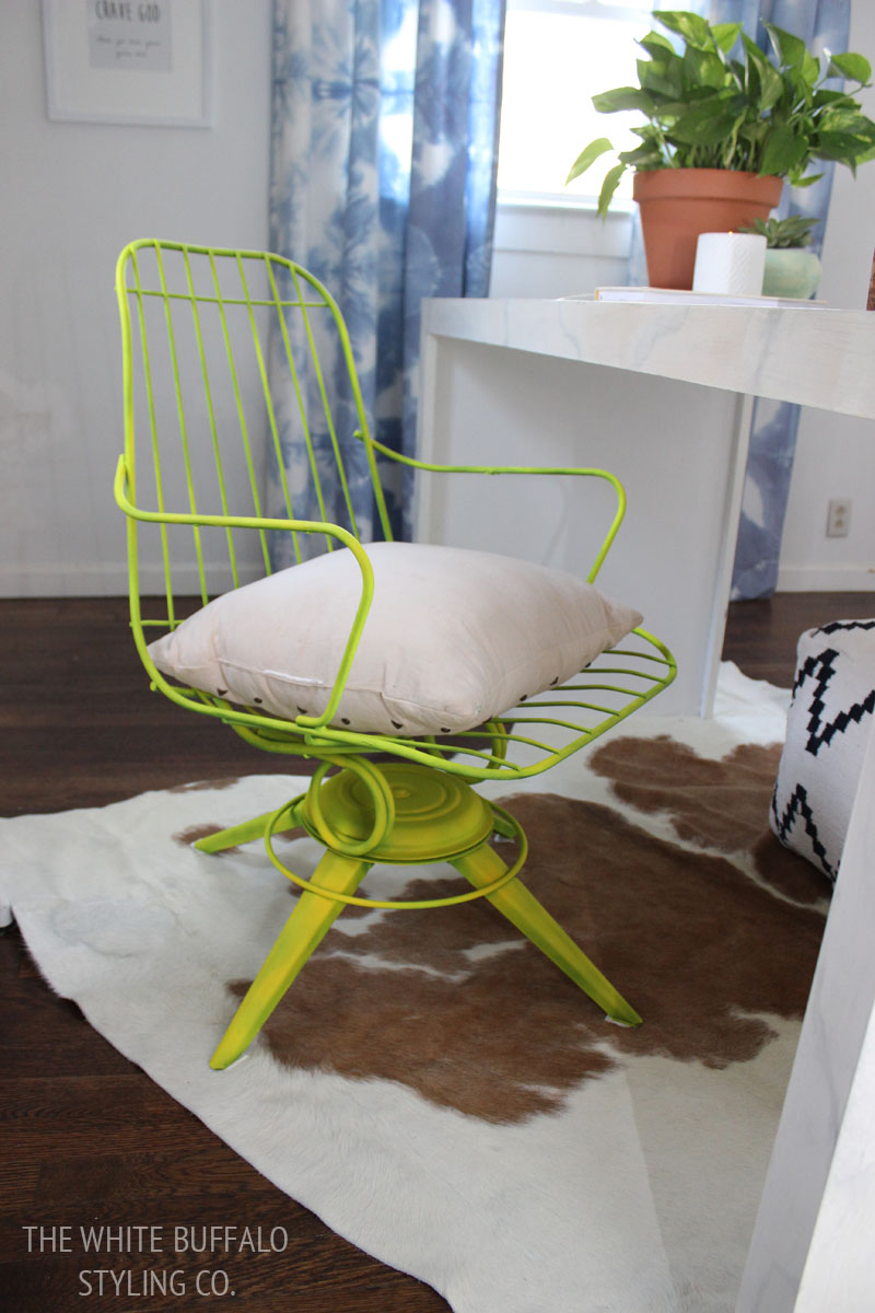 neon-vintage-wire-chair