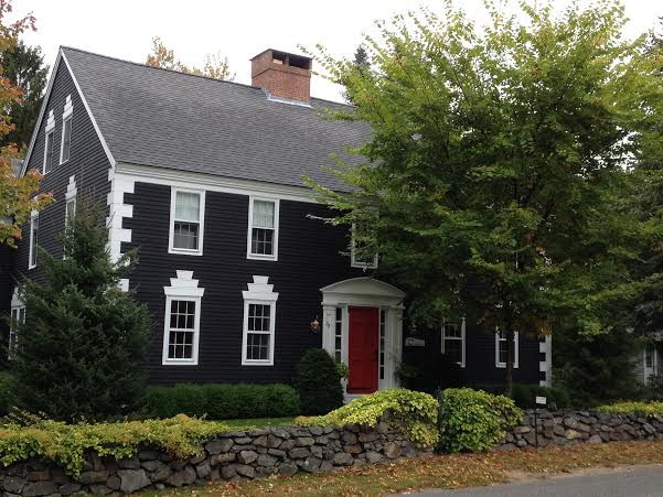 Falling in love with colonial new england for New england colonial house