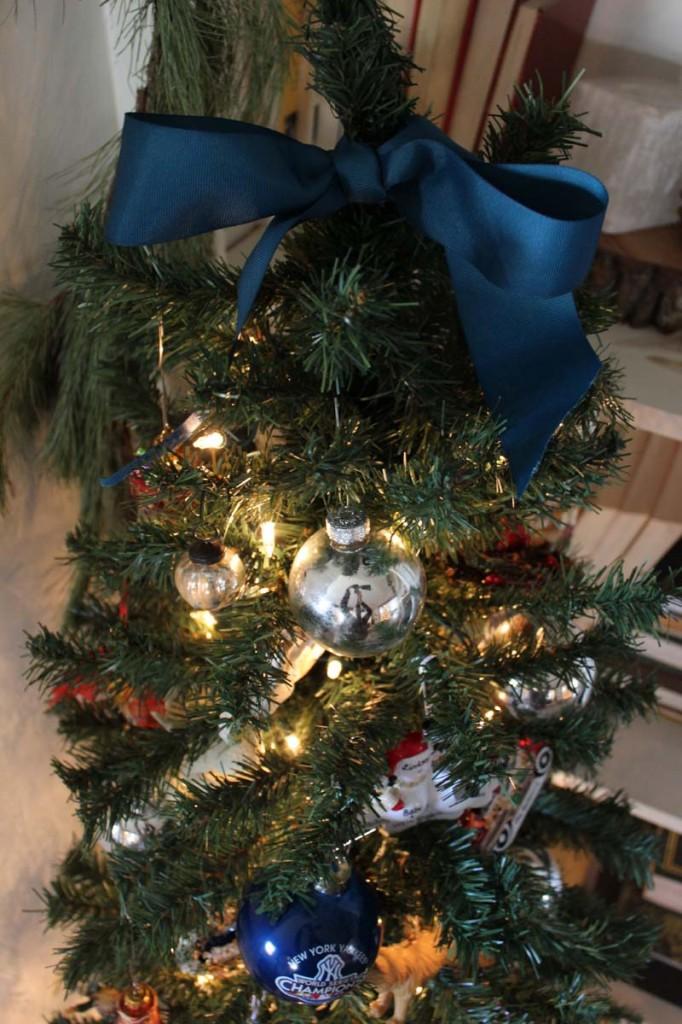 family-christmas-tree