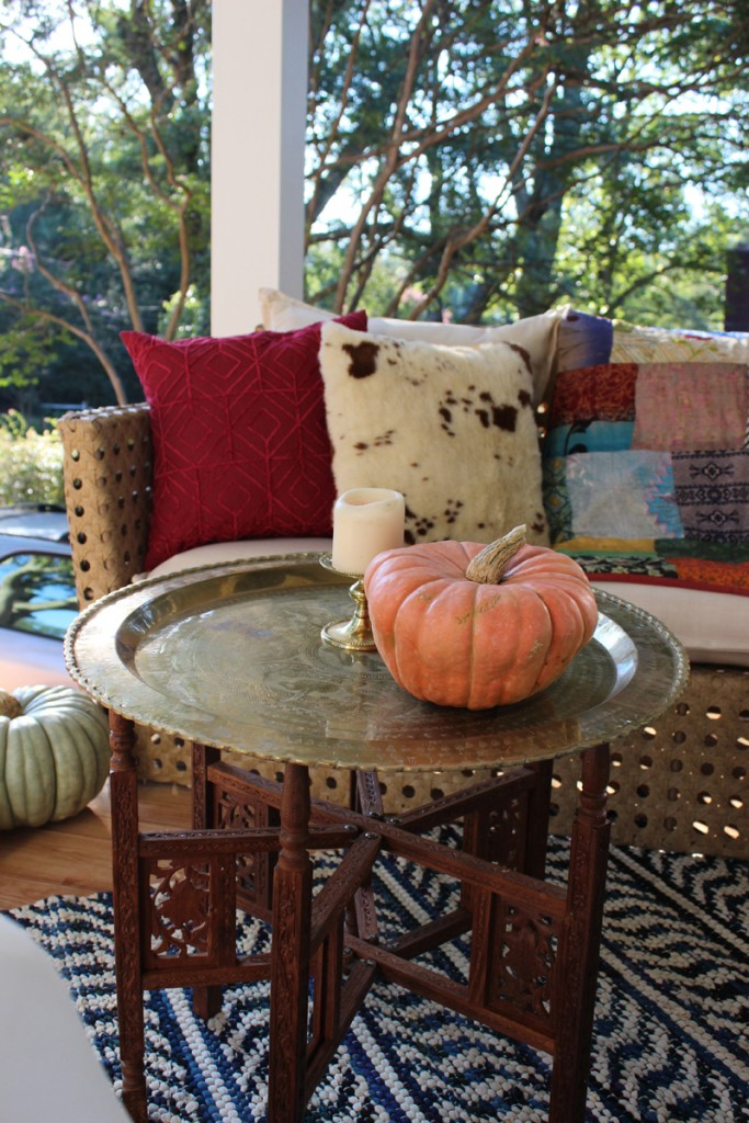 outdoor-fall-decorating