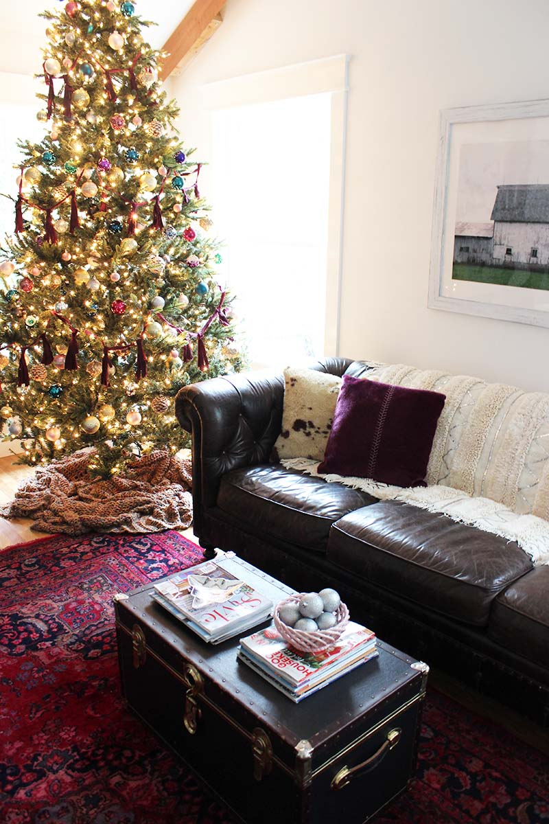 holiday-living-room-styling