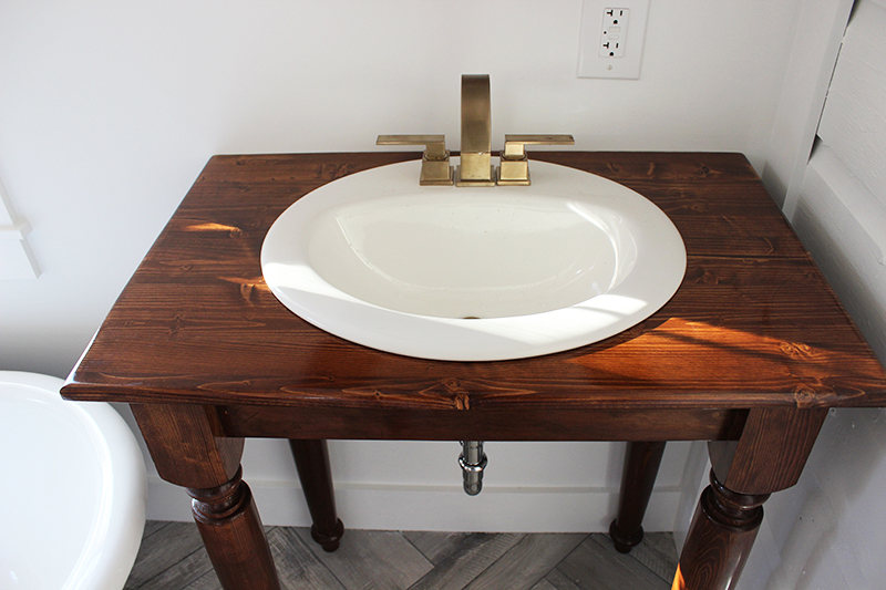 farmhouse-table-vanity