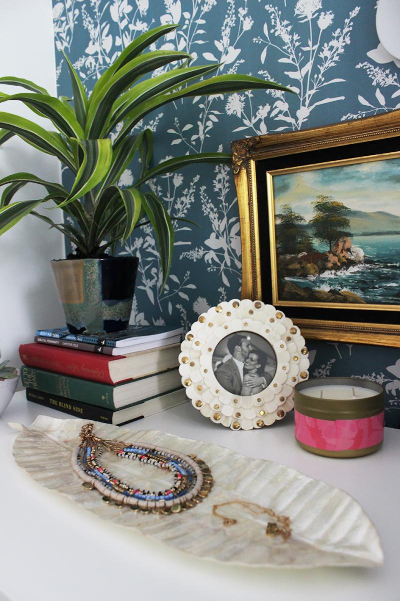 nightstand-styling