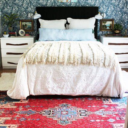 floral-wallpaper-in-bedroom