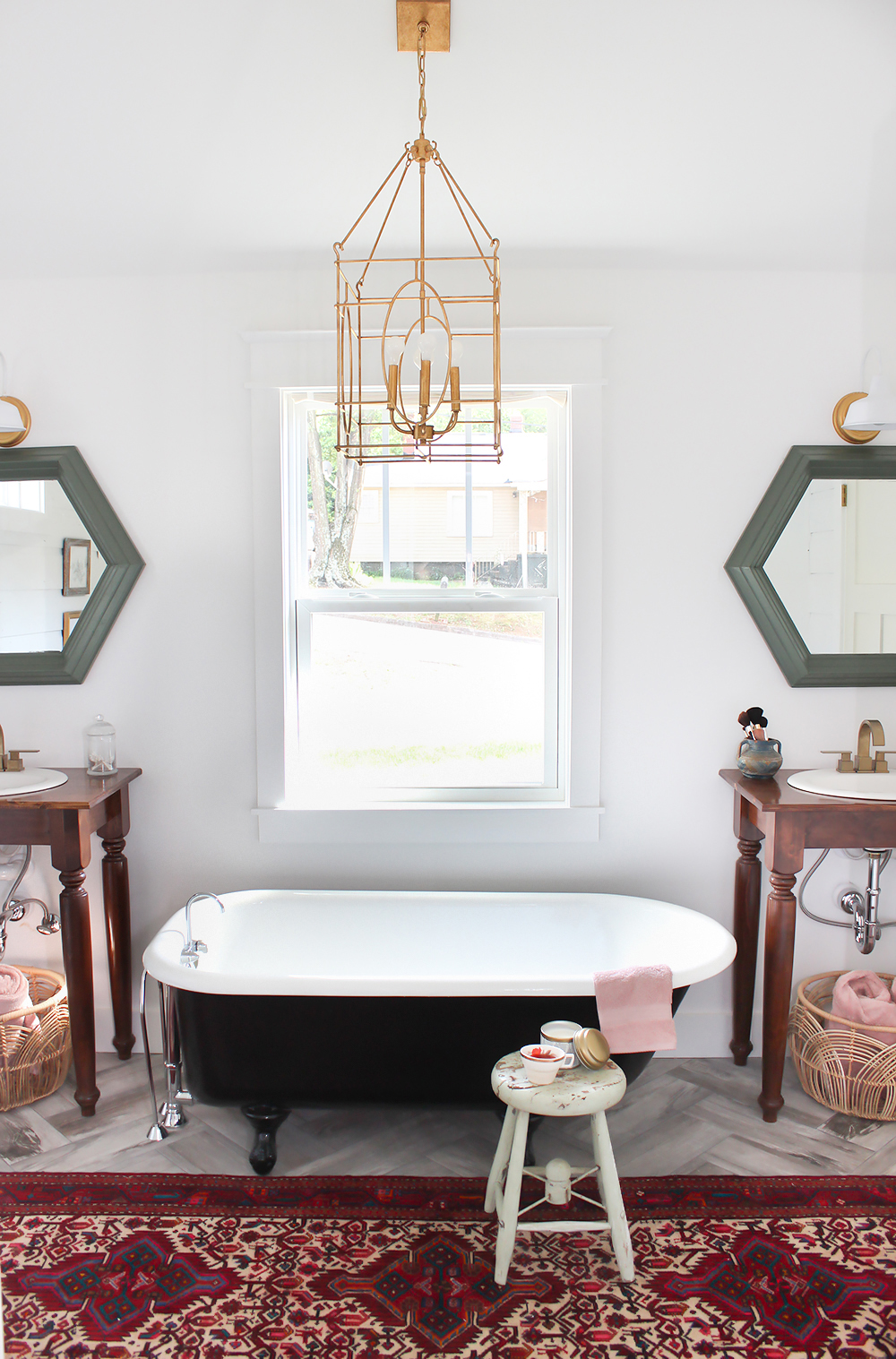 Rustic Master Bathroom Ideas: The Bathroom's Surprise Element: Pink Towels