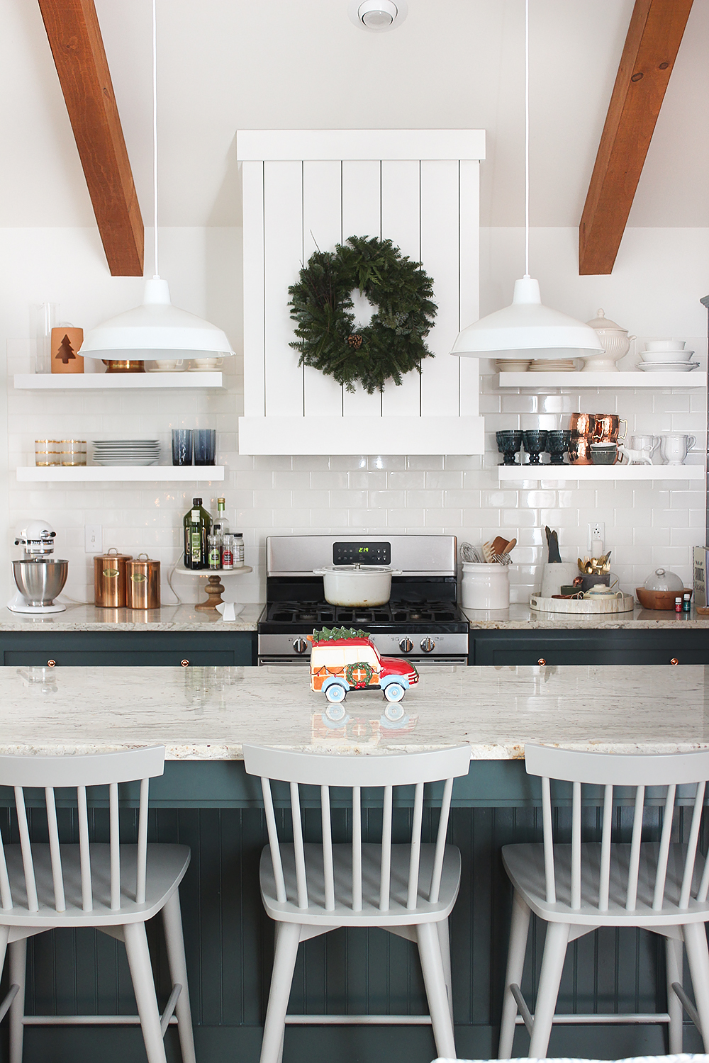 shiplap-kitchen-hood