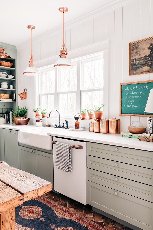 light-green-kitchen-cabinets - thewhitebuffalostylingco.com